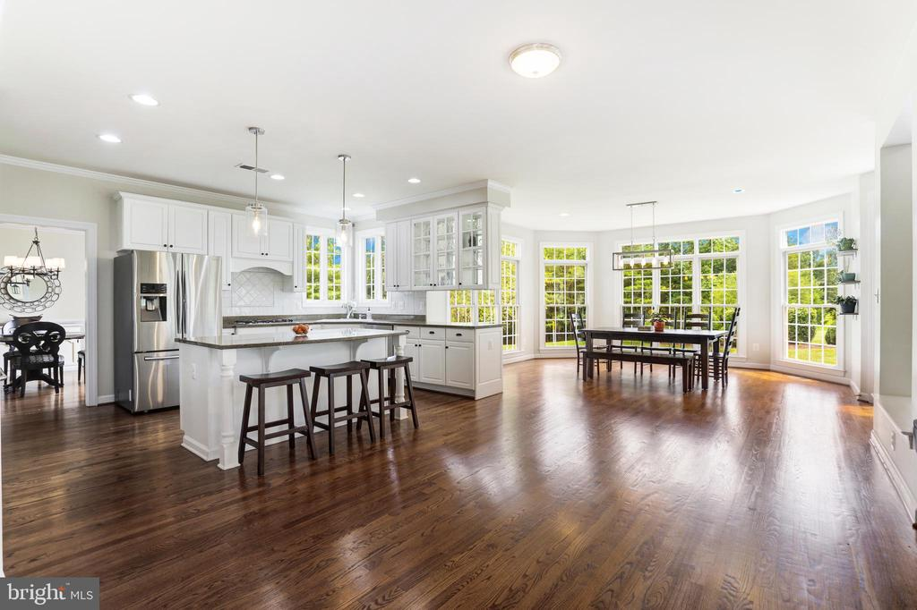 Gourmet  Open-Plan Kitchen - 43246 PARKERS RIDGE DR, LEESBURG