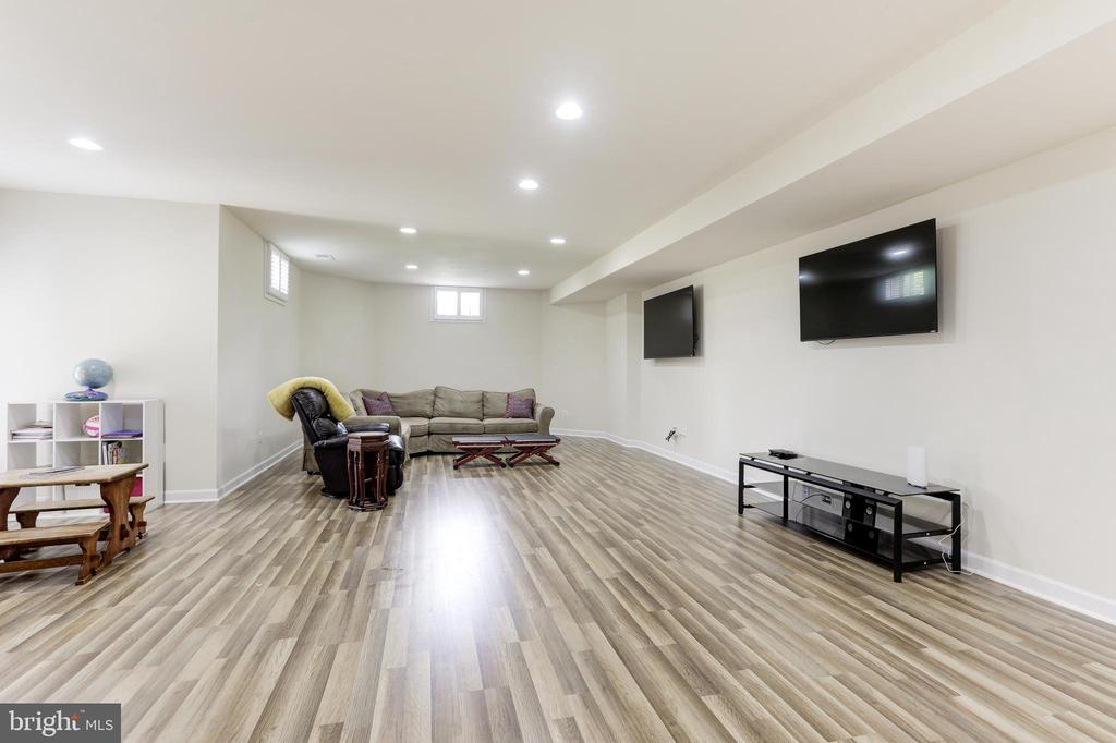 1,000 Sq.Ft. Finished Basement - 43246 PARKERS RIDGE DR, LEESBURG