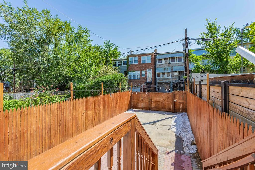 Private and spacious backyard - 5013 8TH ST NW, WASHINGTON