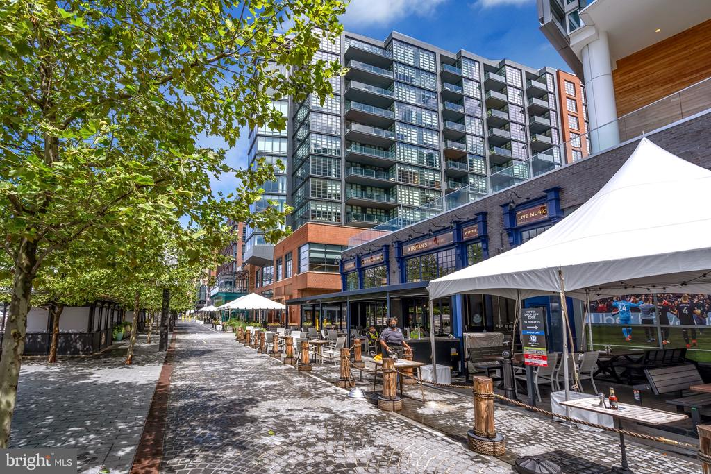 more retail and dining options - 45 SUTTON SQ SW #1104, WASHINGTON