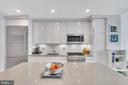 Thermador appliances and porcelanosa cabinets - 45 SUTTON SQ SW #1104, WASHINGTON