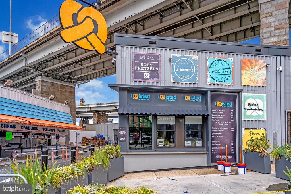 Fast casual dining options - 45 SUTTON SQ SW #1104, WASHINGTON