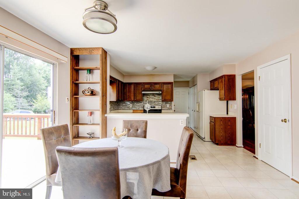 Ceramic Tile Breakfast Nook/Kitchen - 10303 WAVERLY WOODS DR, ELLICOTT CITY