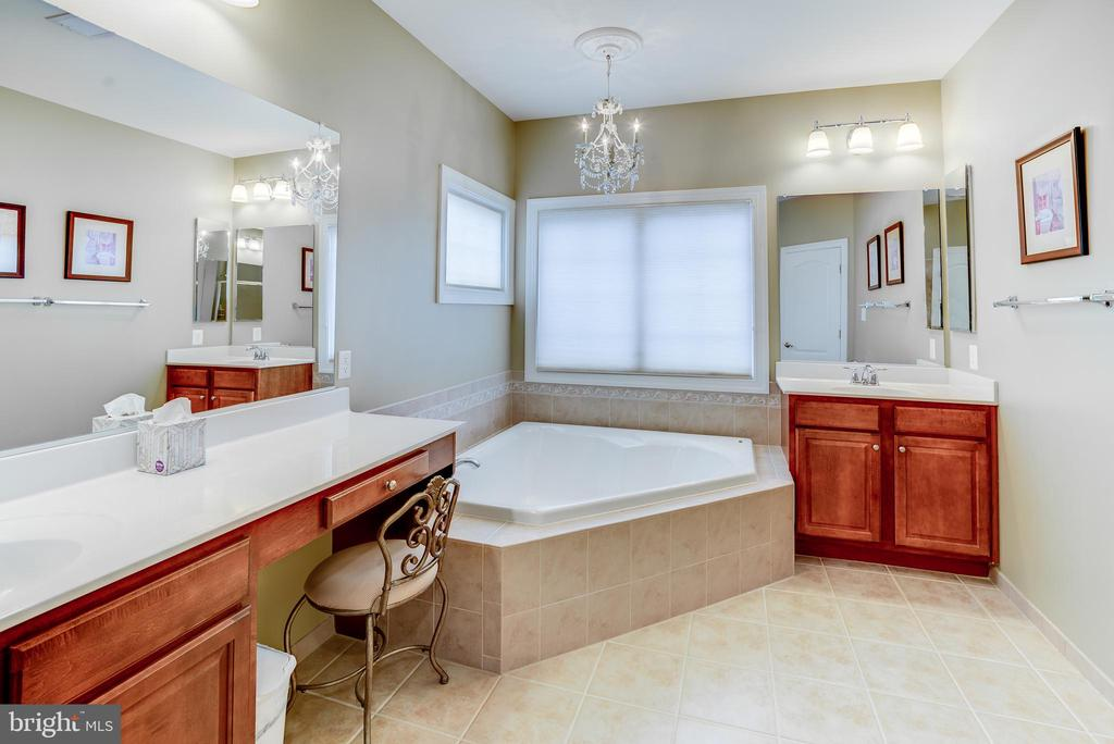Separate sinks and vanity - 43600 CANAL FORD TER, LEESBURG