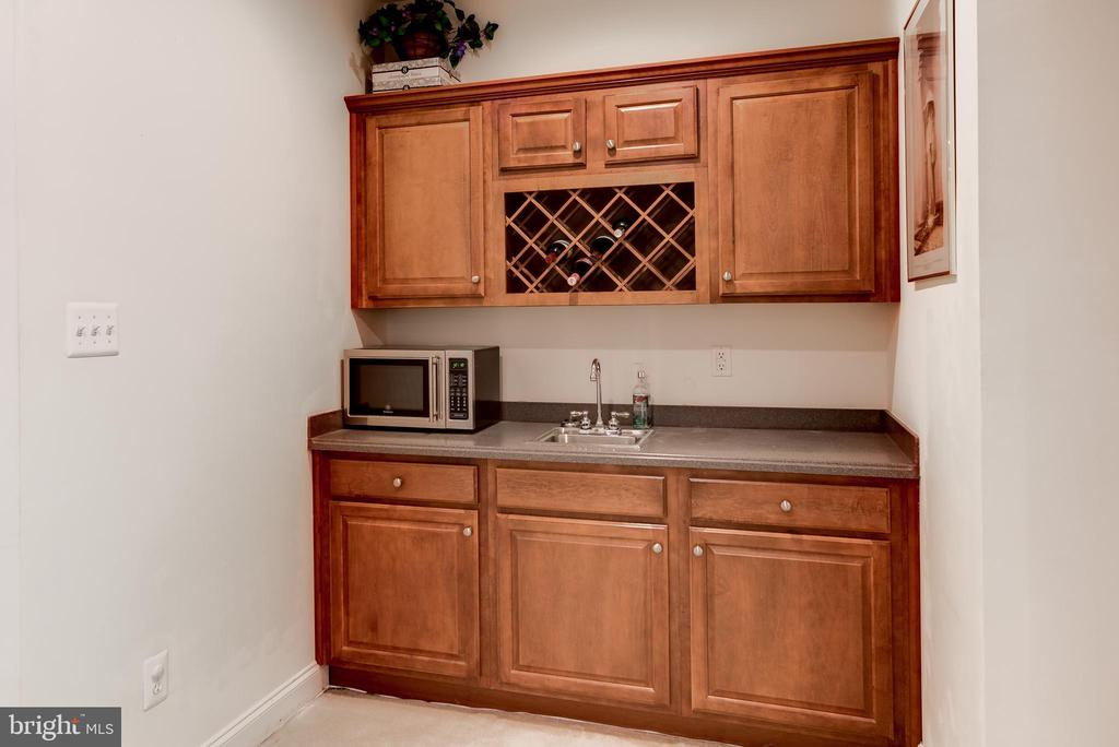 Wet bar in basement recreation area - 43600 CANAL FORD TER, LEESBURG