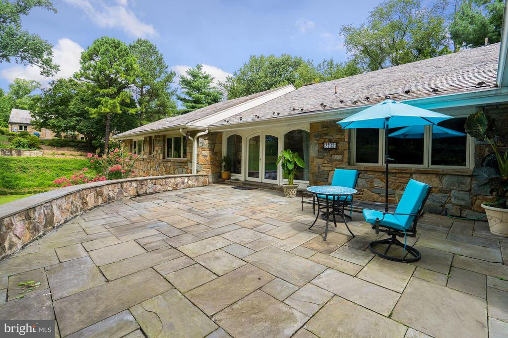 Front Patio is one of several outdoor spaces - 2747 N NELSON ST, ARLINGTON