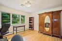 Bedroom 2 shares a Jack & Jill bath - 2747 N NELSON ST, ARLINGTON