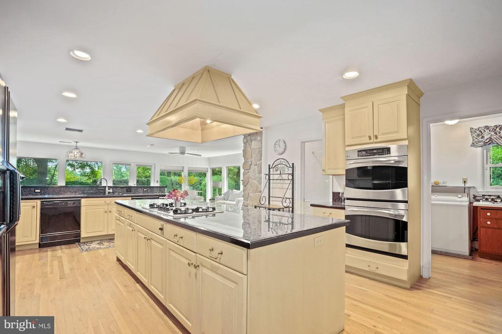 A full bath off the kitchen is great design - 2747 N NELSON ST, ARLINGTON