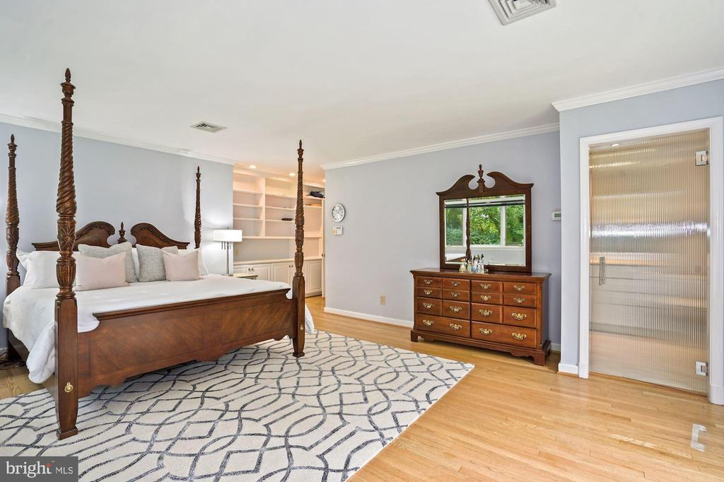 Master Bedroom built-ins & a walk-in closet - 2747 N NELSON ST, ARLINGTON