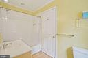 Jack & Jill bath accesses Family Room & Bedroom 6 - 2747 N NELSON ST, ARLINGTON