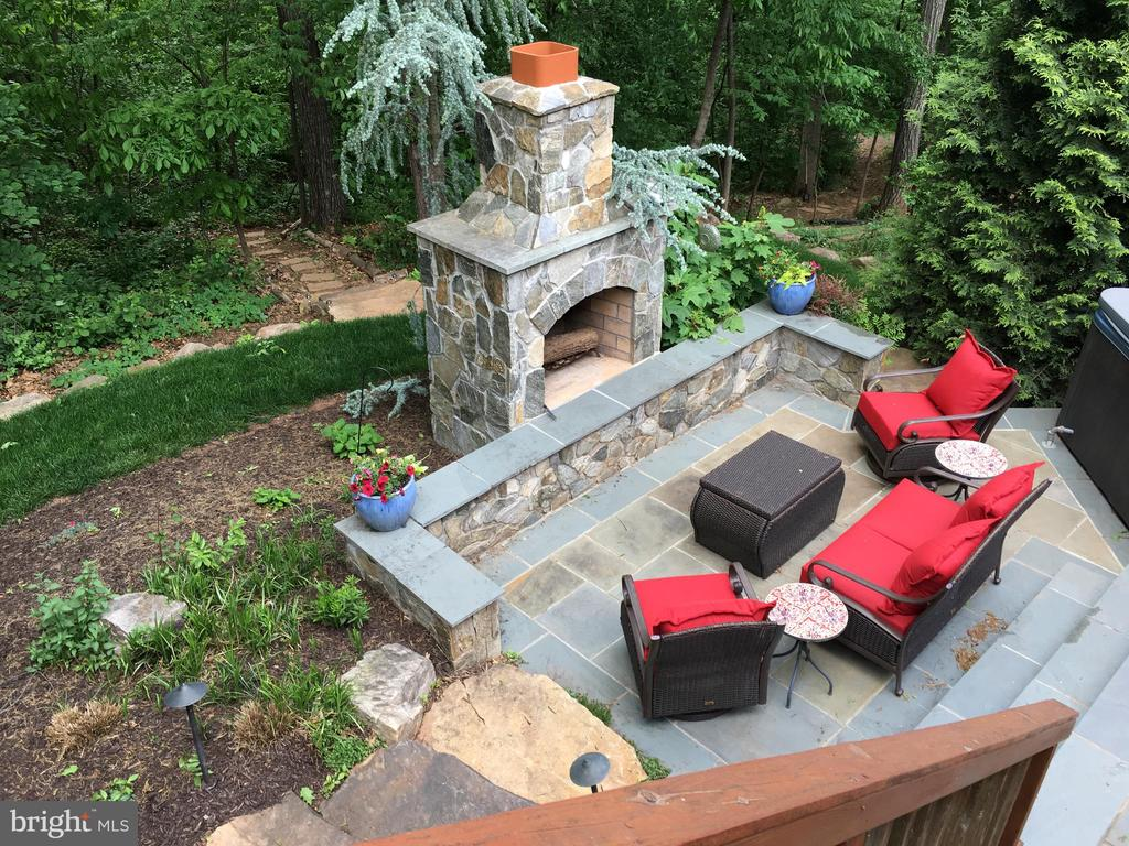 Fantastic outside entertaining space - 20592 CUTWATER PL, STERLING
