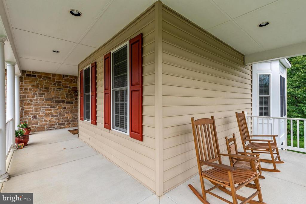 Porch Wraps Around Front to Side - 9628 BOUNDLESS SHADE TER, LAUREL