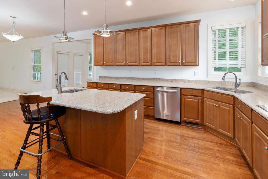 Big Kitchen - 9628 BOUNDLESS SHADE TER, LAUREL