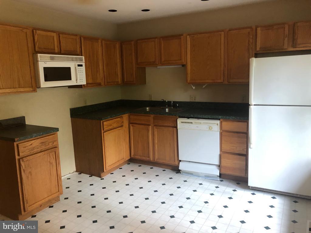 Kitchen - 117 REPUBLIC AVE, LOCUST GROVE