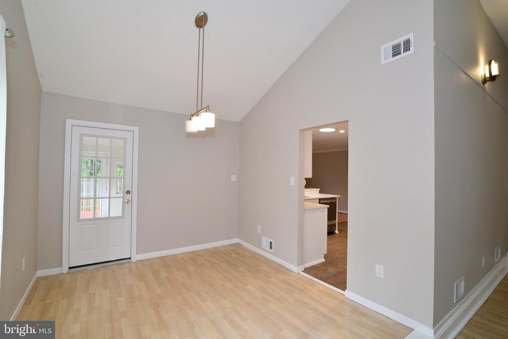 Dining room with access to mud room and backyard - 246 W MEADOWLAND LN, STERLING