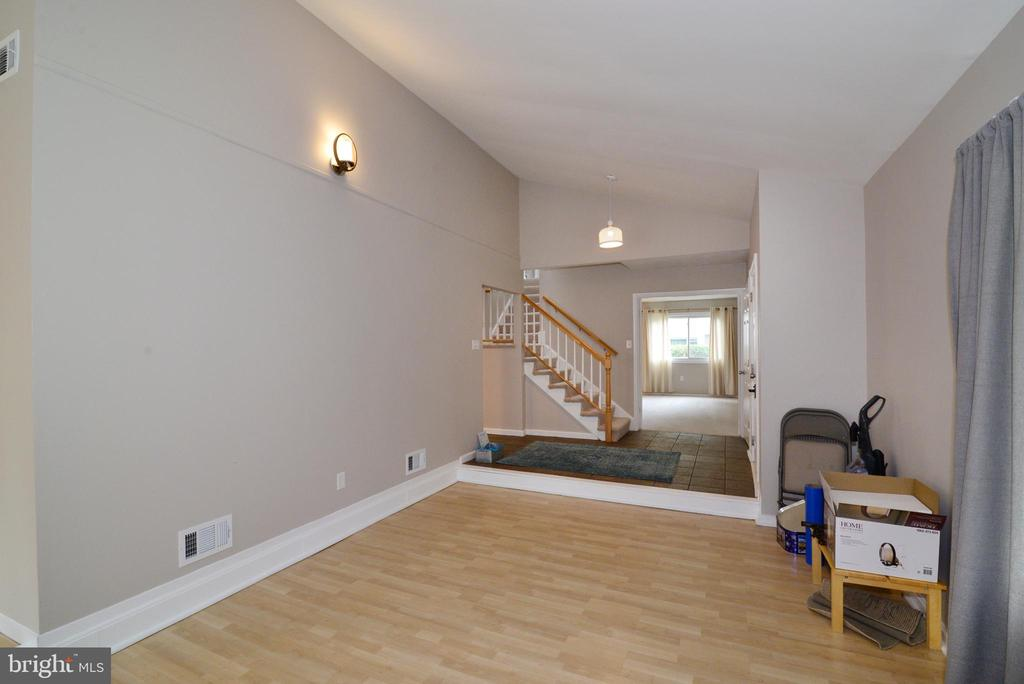 Great room view to foyer - 246 W MEADOWLAND LN, STERLING