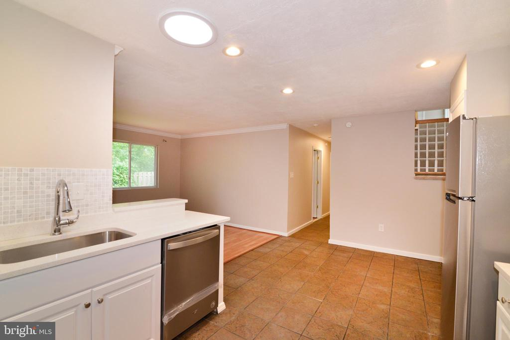 Kitchen view to bedrooms - 246 W MEADOWLAND LN, STERLING
