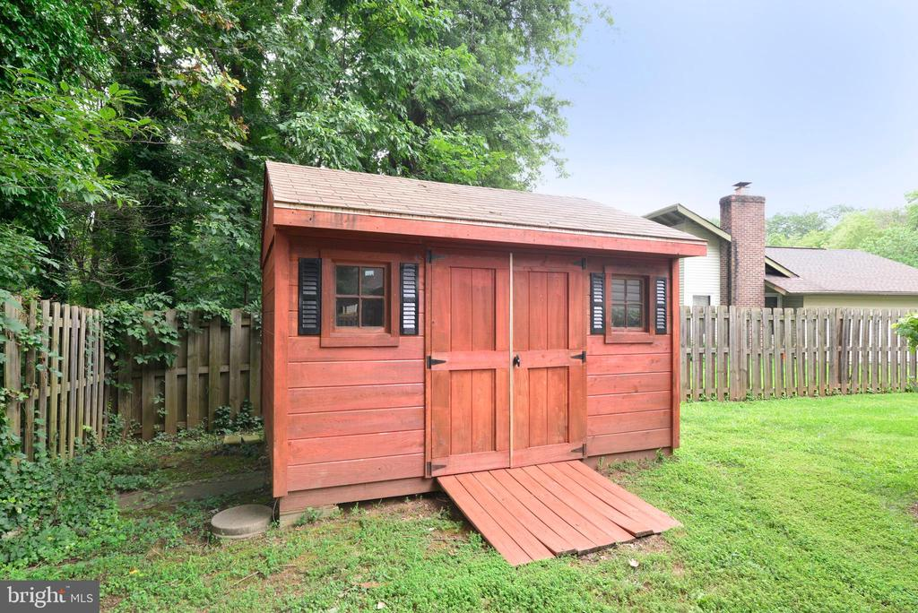 Shed - 246 W MEADOWLAND LN, STERLING