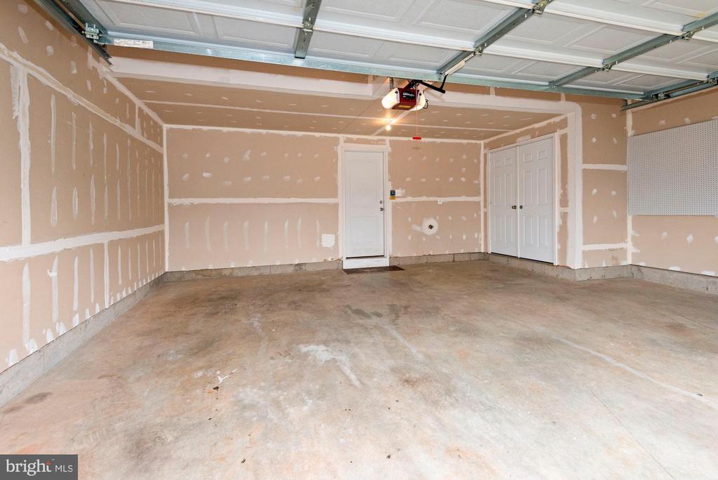 2-Car Garage - 43666 CHICACOAN CREEK SQ, LEESBURG