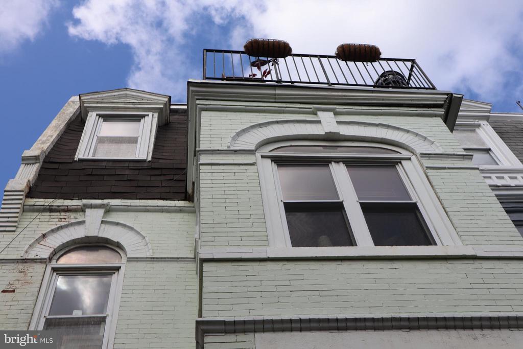 Balcony for unit three - 808 5TH ST NE, WASHINGTON