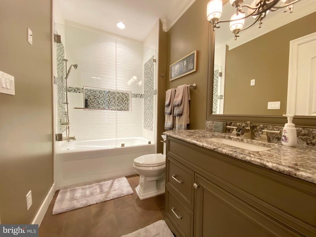 Second 2nd en-suite private bath - 40483 GRENATA PRESERVE PL, LEESBURG