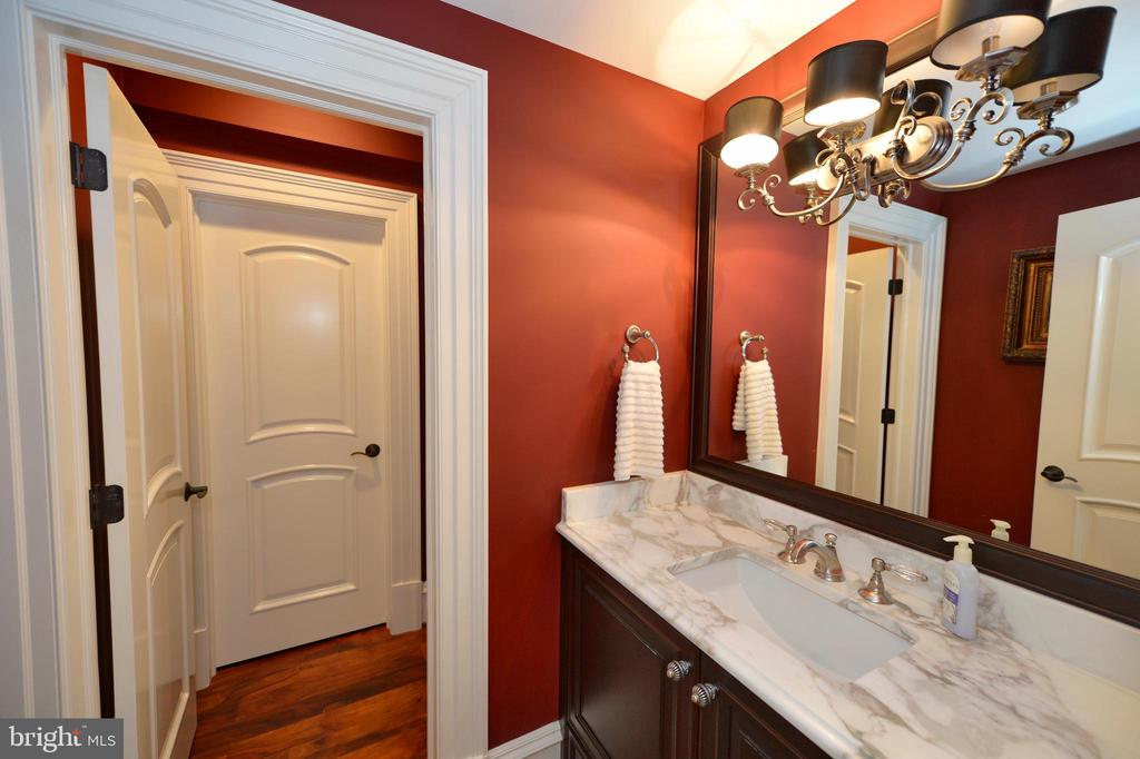 Lower level powder room - 40483 GRENATA PRESERVE PL, LEESBURG