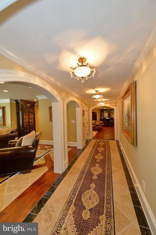 Lower level hallway - 40483 GRENATA PRESERVE PL, LEESBURG