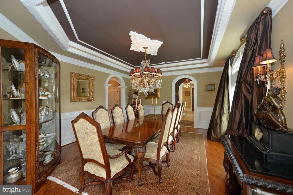 Formal dining room - 40483 GRENATA PRESERVE PL, LEESBURG