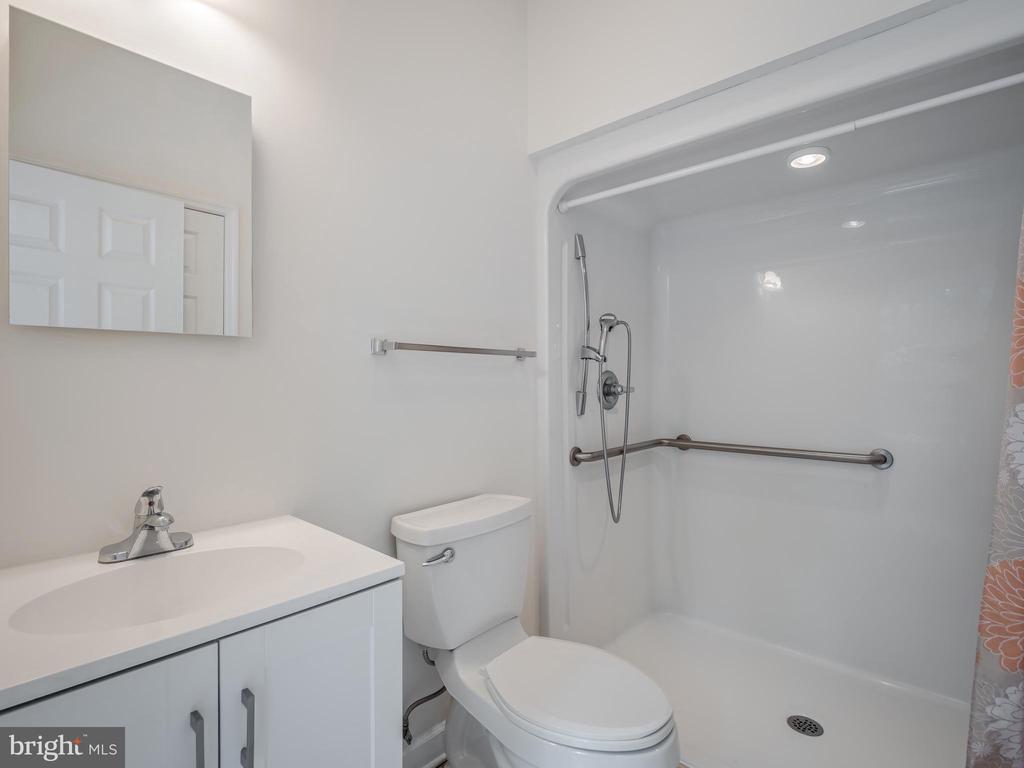 Apartment Bathroom - 32420 GADSDEN LN, LOCUST GROVE