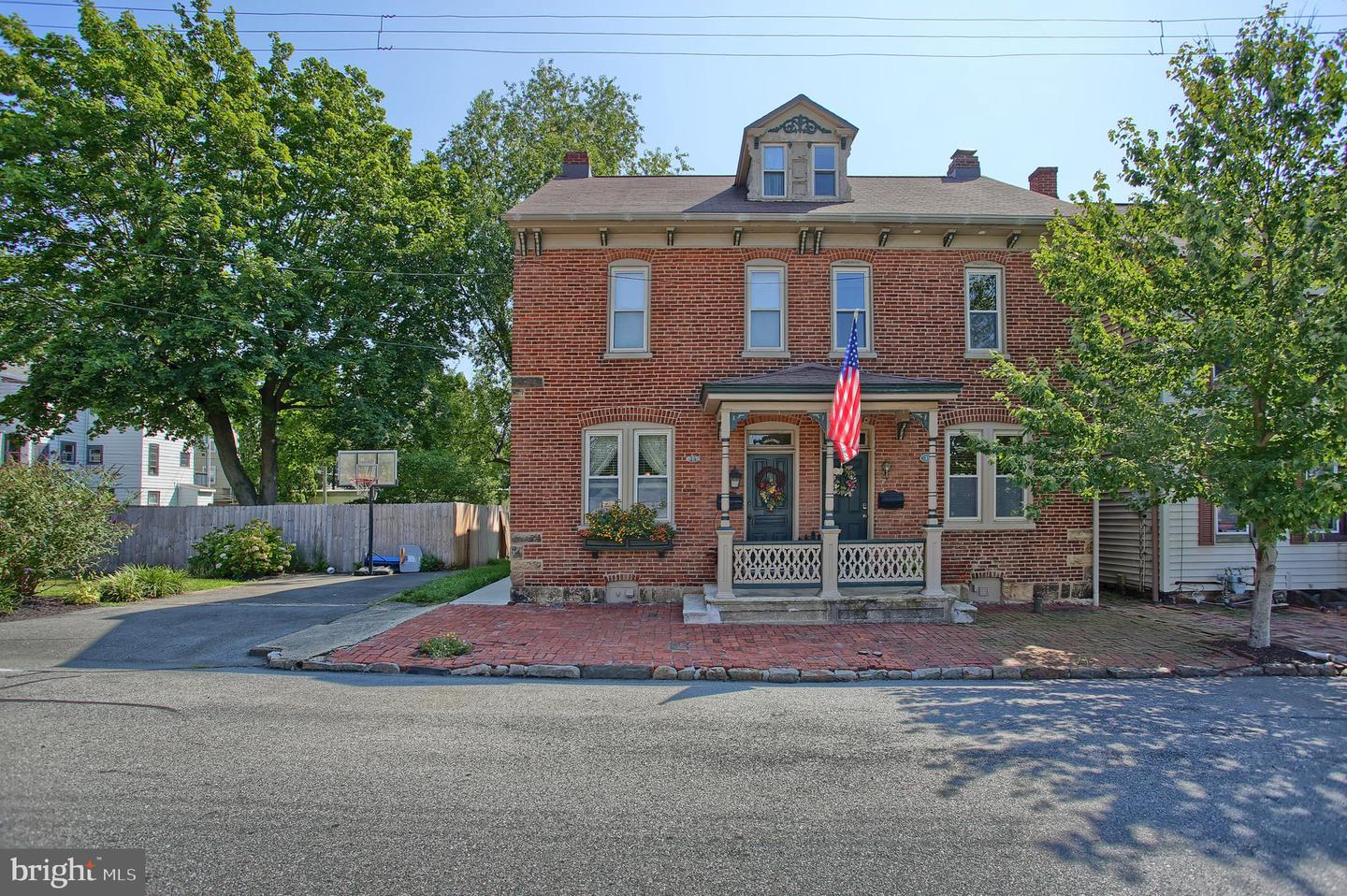 Single Family Homes for Sale at 13 S PINE Street Marietta, Pennsylvania 17547 United States