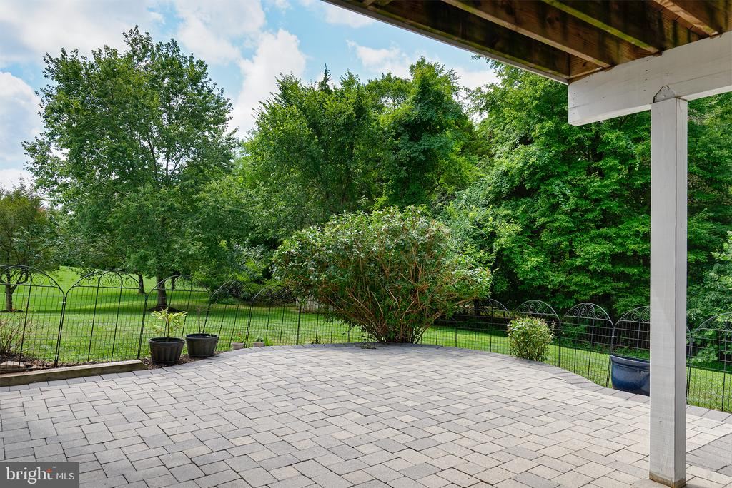 Perfect for firepit to keep warm on cool evenings - 42428 HOLLY KNOLL CT, ASHBURN