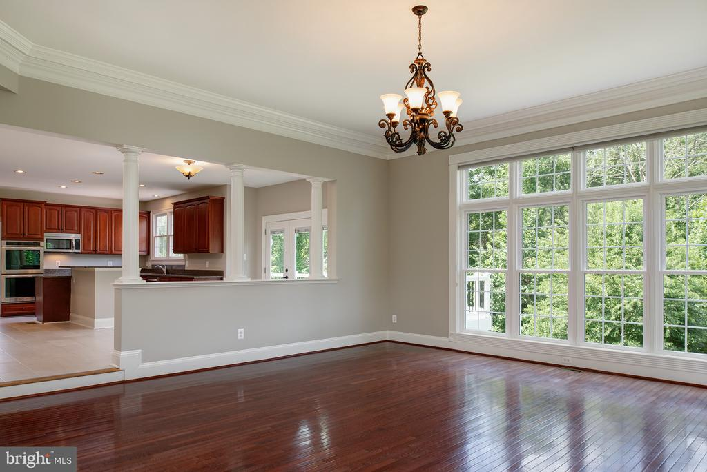 Hardwood Flooring and Crown Moldings in FR - 42428 HOLLY KNOLL CT, ASHBURN