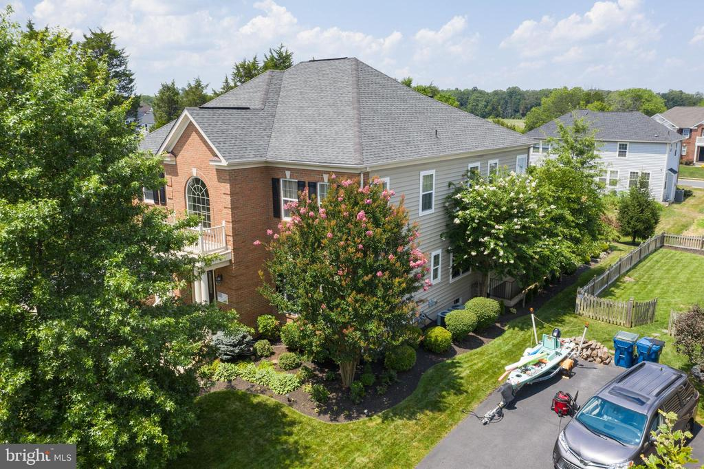 Exterior Side view of House - 42050 MIDDLEHAM CT, ASHBURN