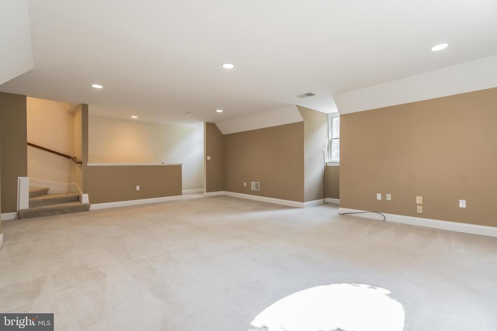 Upper Level Family Room - 5229 GRIFFITH RD, GAITHERSBURG