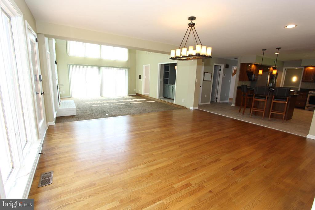 Breakfast room, view 3 - 5520 BOOTJACK DR, FREDERICK