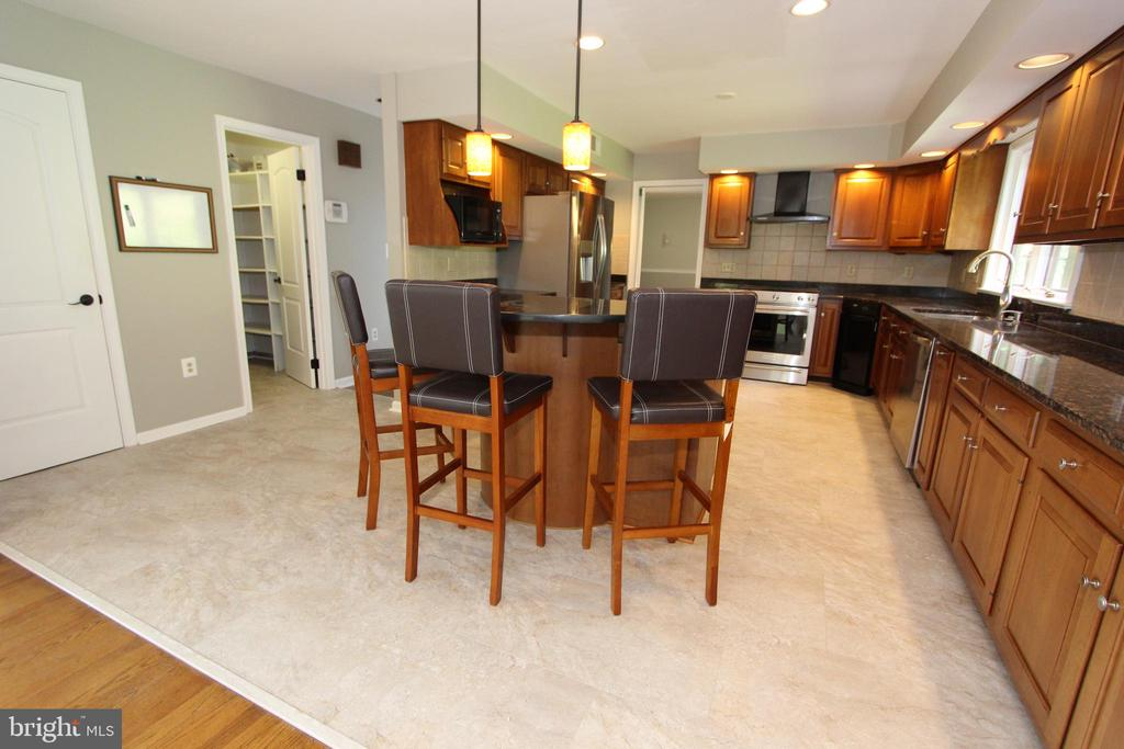 Breakfast bar, view 2 - 5520 BOOTJACK DR, FREDERICK