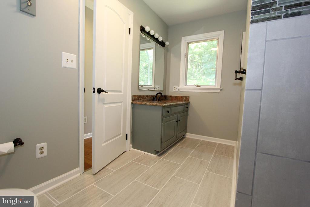 Lower level full bath, view 2 - 5520 BOOTJACK DR, FREDERICK
