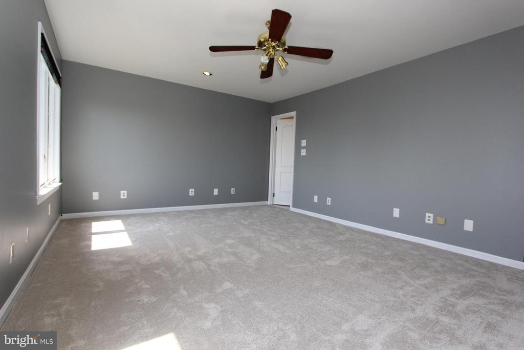 New carpet, neutral paint and more - 5520 BOOTJACK DR, FREDERICK