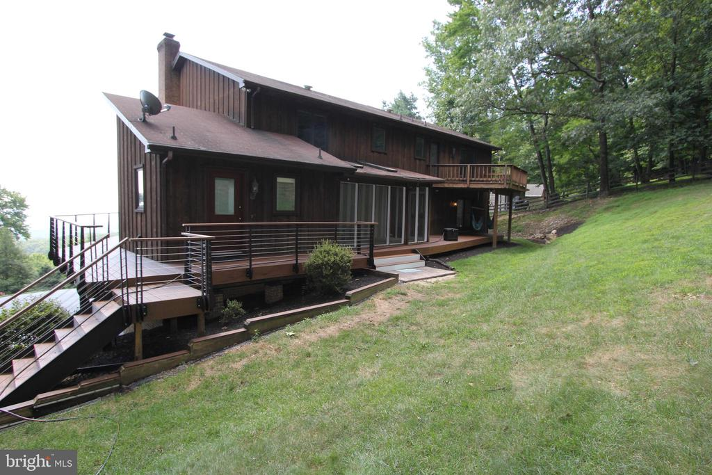 Rear exterior view - 5520 BOOTJACK DR, FREDERICK