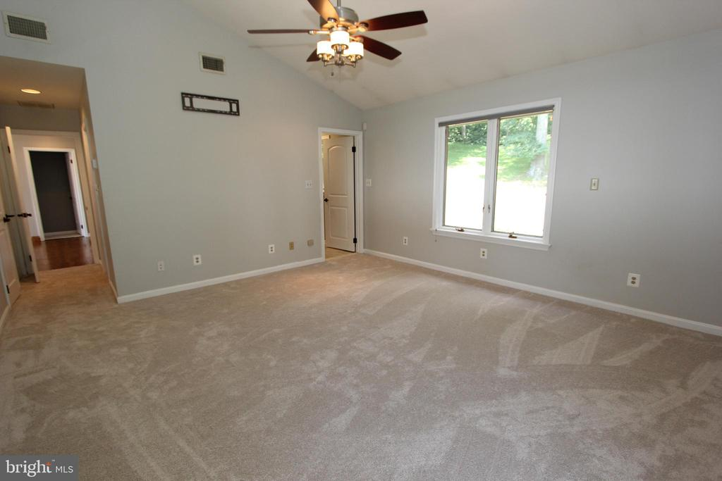 Owner's suite, view 3 - 5520 BOOTJACK DR, FREDERICK