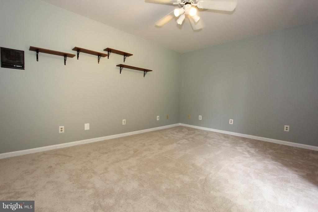 Bedroom 3, with neutral paint and new carpet - 5520 BOOTJACK DR, FREDERICK