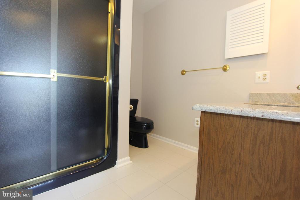 Second master bath, view 2 - 5520 BOOTJACK DR, FREDERICK