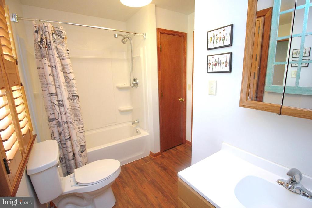 Full Bathroom - 15908 DAYS BRIDGE RD, MINERAL