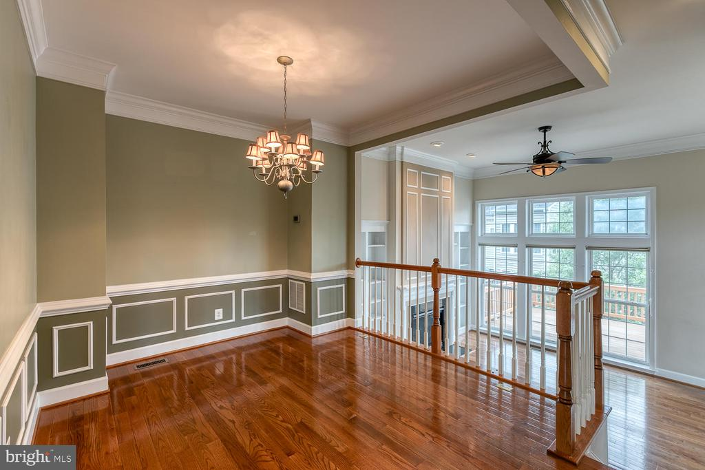 Gorgeous details in the dining room! - 2405 BROOKMOOR LN, WOODBRIDGE