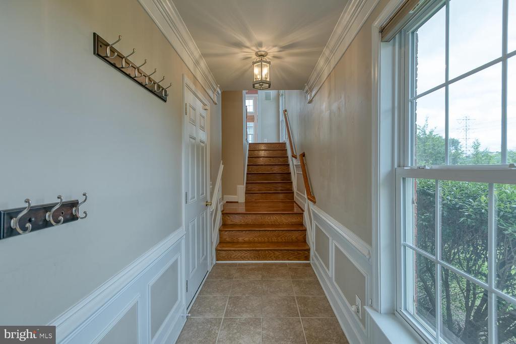 Ceramic tile foyer leads to oak staircase - 2405 BROOKMOOR LN, WOODBRIDGE