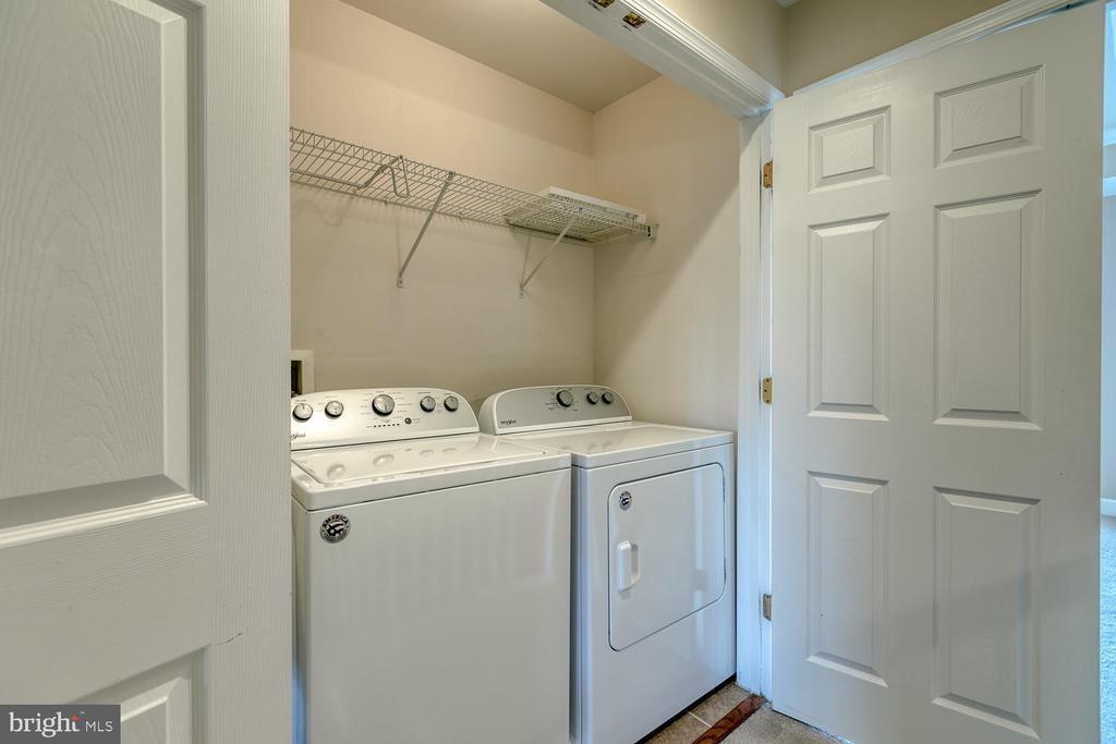 Laundry on the upper level - so convenient! - 2405 BROOKMOOR LN, WOODBRIDGE