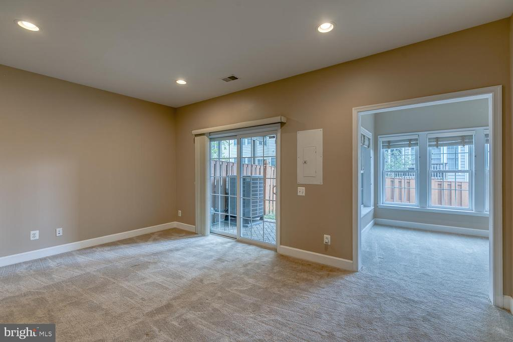 Bump out room makes a great office space - 2405 BROOKMOOR LN, WOODBRIDGE