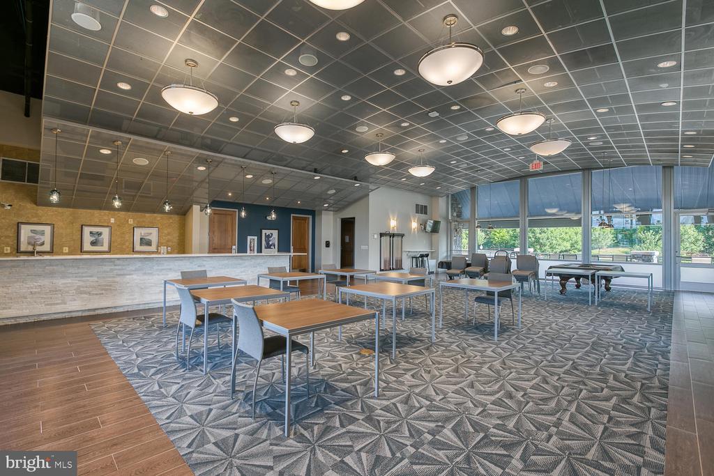 Indoor gathering space - 2405 BROOKMOOR LN, WOODBRIDGE