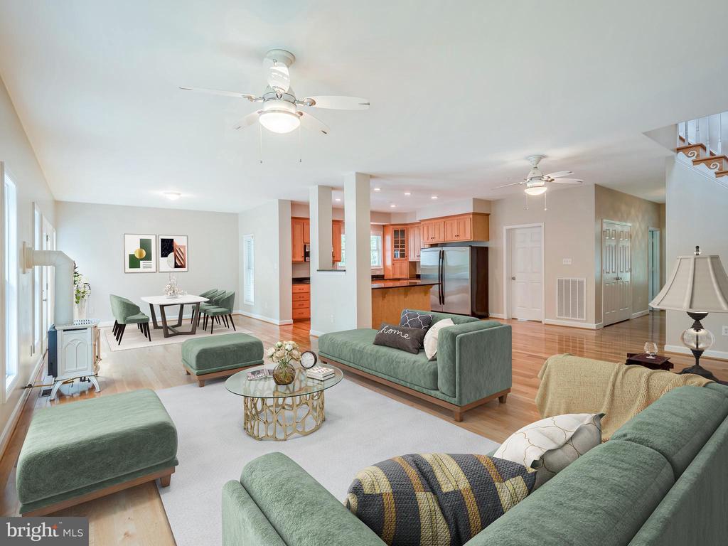 Spacious and Bright Family Room - 32420 GADSDEN LN, LOCUST GROVE