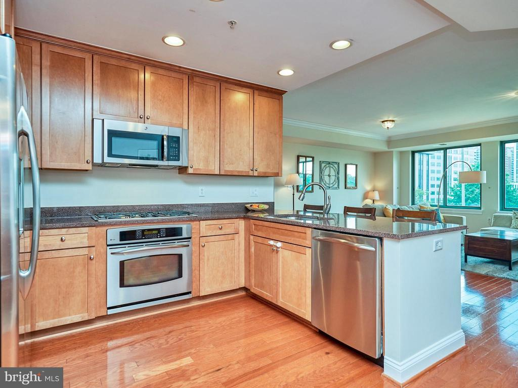 Spacious Kitchen w/ beautiful cabinets and SS Apps - 3625 10TH ST N #408, ARLINGTON